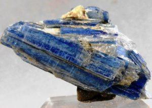 Cianita. Toda la información de este mineral disponible a un solo Clic!